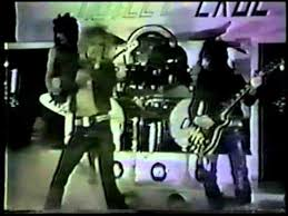 """Motley Crue Releases """"Take Me To The Top"""" In A Unique Way!"""