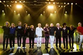 """Foreigner Reunites For """"I Want To Know What Love Is"""" Live!"""